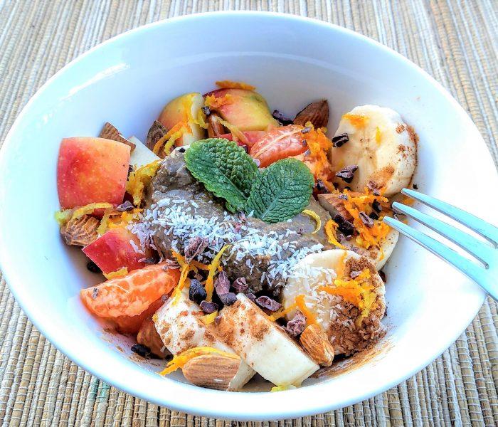 Ensalada de frutas con especias y tahini: energizante y regenadora